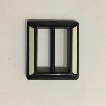 Пряжка пластиковая декоративная квадрат маленькая  черно-белая 3см (Штука)